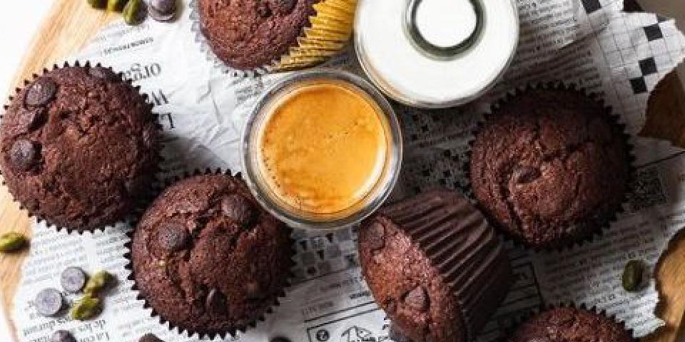 ontbijtmuffin met chocolade en pindakaas